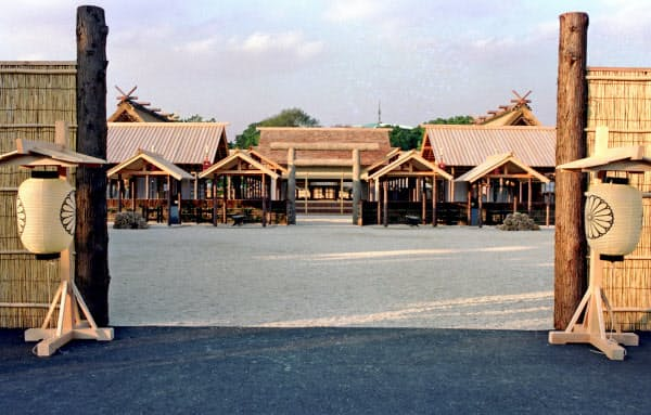 平成時の大嘗宮(1990年11月、皇居・東御苑)=共同