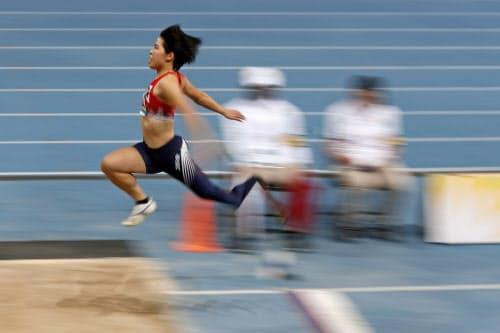 女子走り幅跳び(義足)で3位の兎沢朋美。東京パラリンピック代表に内定した(12日、ドバイ)=共同