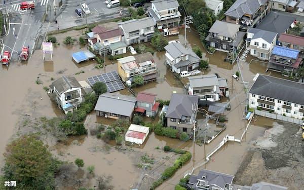 記録的な大雨により浸水被害を受けた千葉県佐倉市の住宅地(10月)=共同