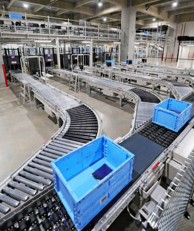 ファストリはICタグなどを活用したIoTシステムで物流を効率化(東京都江東区の有明物流倉庫)