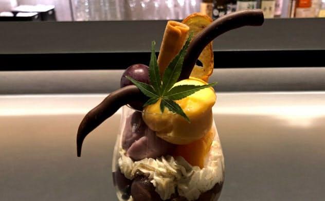 パフェ専門店「パフェ、珈琲、酒、佐々木」の「柿と葡萄」(札幌市)