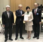 東京都医師会の幹部が小池知事に要望書を提出した(都庁)