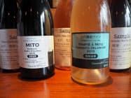 従来の2種類(手前)に加え、新たに茨城産のブドウを使った3種類も生産を始めた