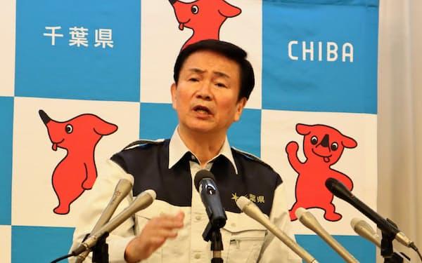 12月補正予算案を発表する森田健作知事(13日、千葉県庁)