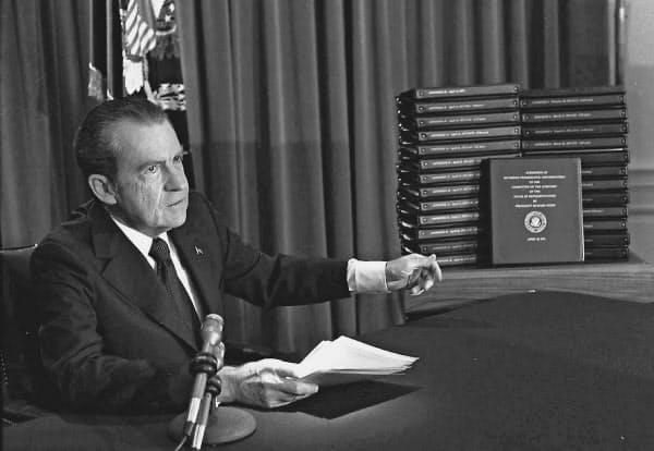 ウォーターゲート疑惑を巡る公聴会はニクソン大統領の弾劾の機運を盛り上げた=AP