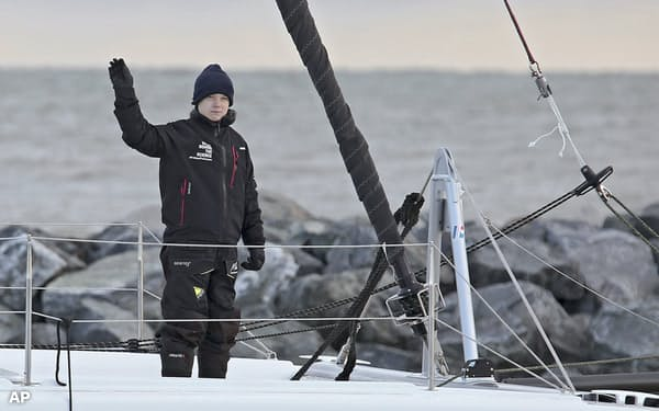 米東海岸のバージニア州をヨットで出航したスウェーデンの環境活動家グレタ・トゥンベリさん=AP(13日)