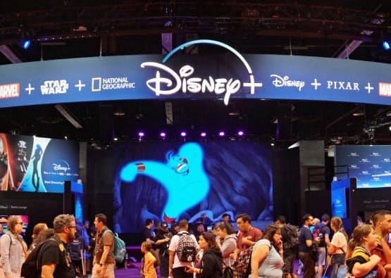 動画配信サービス「ディズニープラス」の登録者は初日で1000万人を超えた(写真は8月のファン向けイベント)