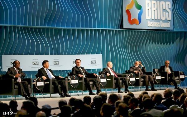 BRICS首脳会議には5カ国の首脳が集まった(13日、ブラジリア)=ロイター