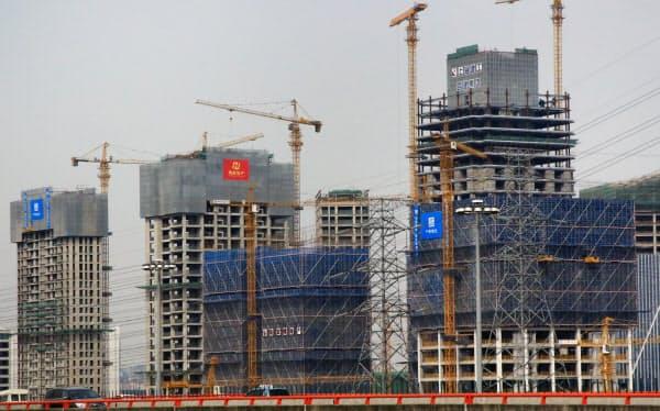 マンションや工場の建設など固定資産投資は前年同期より5.2%増えた