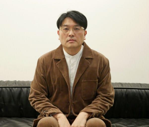 「世界的に音像への関心が高まっていることを意識した」と話すKIRINJIのリーダー、堀込高樹氏(11月11日、都内)
