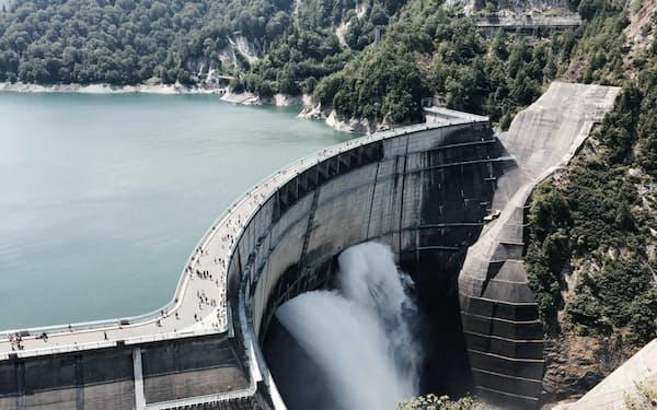 黒部川第4発電所は難工事を経て1963年に完成した