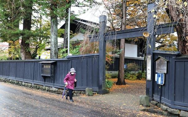 2つの蔵を改修する「あきた角館 西宮家」(14日、秋田県仙北市)