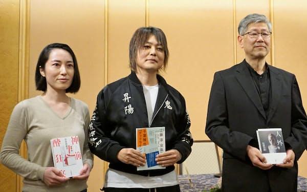 (右から)野間文芸賞に決まった松浦寿輝、野間文芸新人賞の千葉雅也、古谷田奈月
