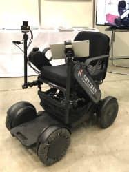 高性能レーダー装置を搭載した久留米工業大学の自動運転車いす