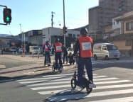 人が乗って初めて公道を走るヤマハ発動機の小型三輪電動車(岐阜県高山市)