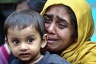 ミャンマーの少数民族ロヒンギャの女性ら=ロイター
