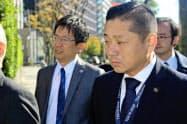 意見陳述のため、大阪高裁に入る泉佐野市の千代松大耕市長(15日午前)
