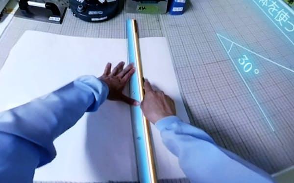 凸版印刷が提供を始めた仮想現実(VR)映像「安全道場VR」(カッター作業)
