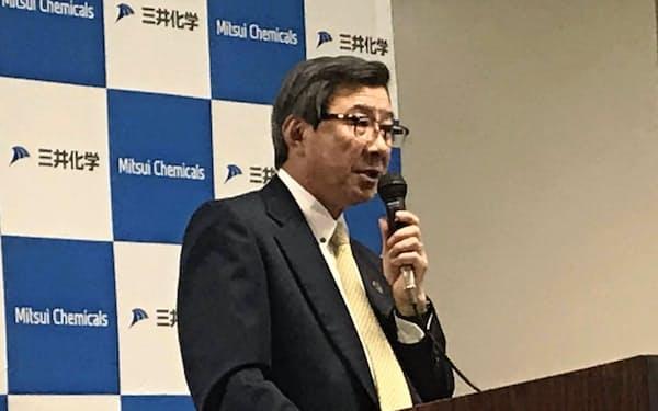 経営説明会で話す淡輪社長(15日、東京都内)