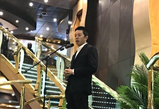 ジャパネットホールディングスの高田旭人社長は豪華客船の船内でスタジアム構想について意欲を語った(10月18日、横浜市)