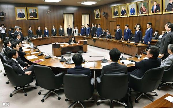 日米貿易協定の承認案を賛成多数で可決した衆院外務委(15日午前)=共同