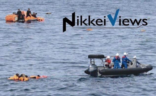 水産庁の救助艇に乗る北朝鮮の漁船乗組員(10月、同庁提供)