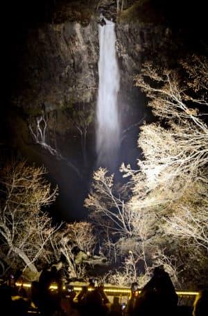 初めてライトアップされた「華厳の滝」(16日夕、栃木県日光市)=共同