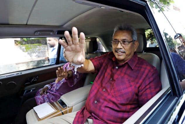スリランカ次期大統領に就任する見通しとなったゴタバヤ・ラジャパクサ氏(16日、コロンボ)=ロイター