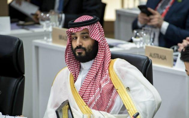 ムハンマド皇太子の強権的な政治手法には国外から批判が寄せられる(6月、大阪)=AP
