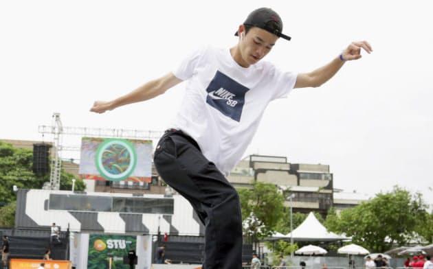 スケートボードのSTUオープン、男子ストリートで優勝した白井空良(17日、リオデジャネイロ)=共同