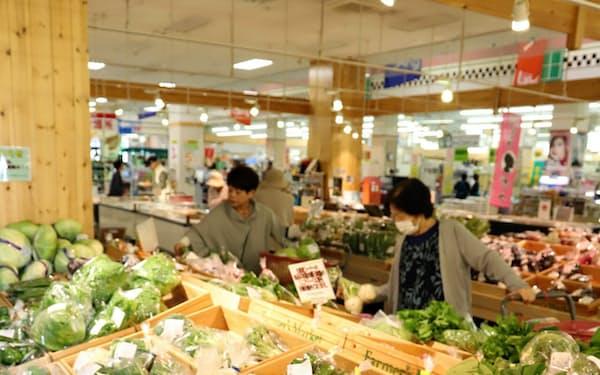 330軒の地元農家の野菜や果物が並ぶファーマーズマーケット(秋田県横手市の「スーパーモールラッキー」)