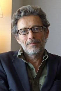 フランス映画「シュヴァルの理想宮」のニルス・タヴェルニエ監督