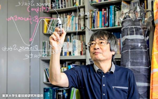 DNB(動的ネットワークバイオマーカー)理論の研究に取り組む合原一幸東京大学教授(東大生産技術研究所提供)