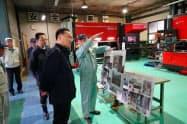 前田長官は被災企業の現状を確認した(カイシン工業、18日)