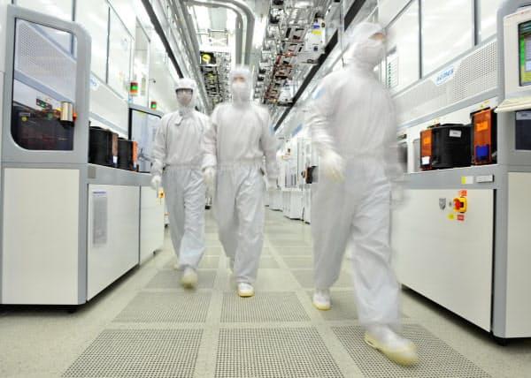 メモリー市況の低迷で韓国企業全体の減益傾向が続く(サムスン電子の半導体工場)=同社提供