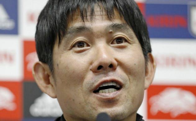 ベネズエラ戦を前に記者会見するサッカー日本代表の森保監督(18日、パナスタ)=共同