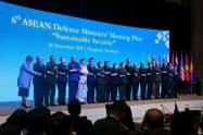 バンコクで開かれた拡大ASEAN国防相会議(18日)