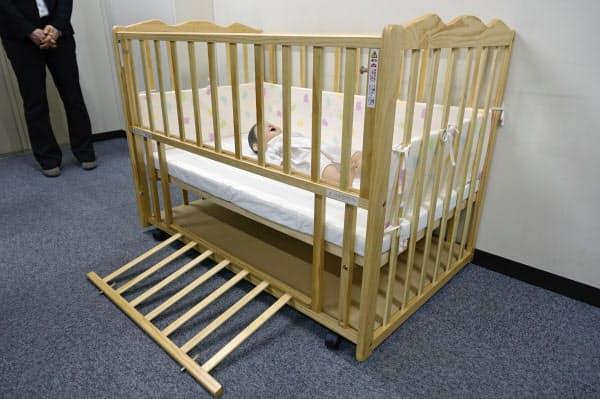 【ニュース】ベビーベッドで乳児窒息 事故相次ぐ、ロック確認を