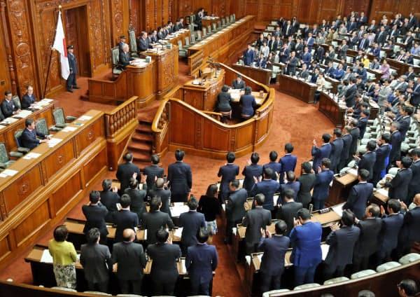 与党などの賛成多数で日米貿易協定の承認案を可決した衆院本会議(19日)