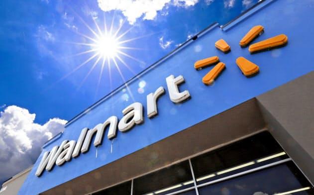 ウォルマートはネット通販事業など自社のデジタル変革を急ぐ方針だ=AP