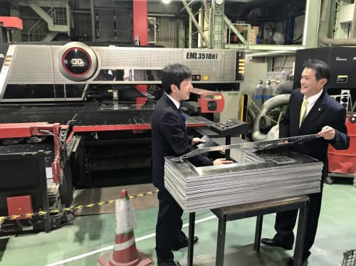 シシンヨーは頻繁な訪問活動で顧客の資金繰りの相談に応じている(広島市の景山産業)