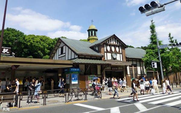 JR原宿駅の駅舎(東京都渋谷区)=共同