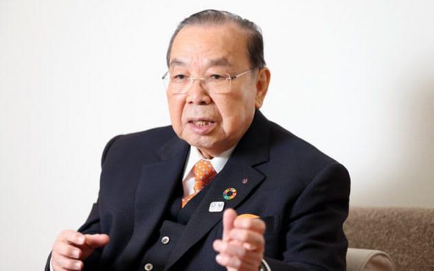 もりもと・せいいちろう 1932年奈良県生まれ。関西大学文学部、同法学部卒業。55年に同大学へ。92年同理事、2004年同理事長、12年顧問、大阪府スケート連盟会長。16年一般社団法人関空アイスアリーナ設立、代表理事に就任。