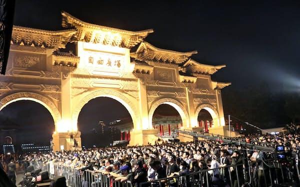 香港の抗議活動を支援するコンサートには多くの若者が集まった(17日夜、台北市内)