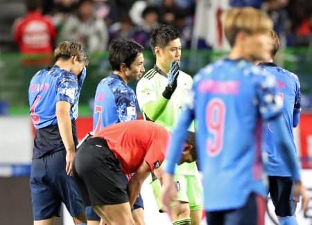 ベネズエラに敗れ肩を落とす日本イレブン