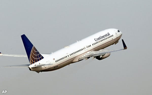 ボーイングは米当局の勧告を受けて「737NG」のエンジンを再設計する=AP
