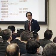 PLL促進会議であいさつする石毛博行さん(20日午前、大阪市)=共同