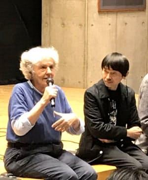ムヌーシュキン氏(左)と宮城聡氏。活発な討論が繰り広げられた