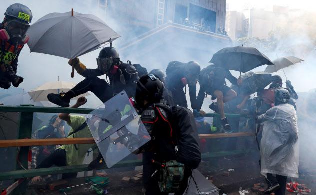 アリババ集団は混迷を深める香港で株式を上場する=ロイター