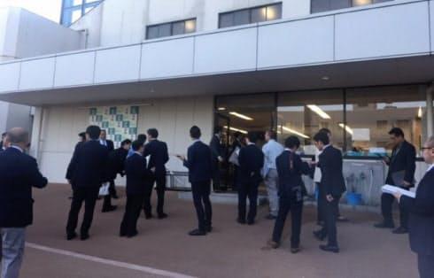 京都競馬場でのコメント取材風景